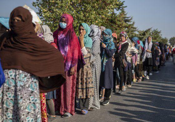 Premier griego pide ayuda de UE para lidiar con migrantes