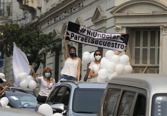 Exigen en caravana liberación de secuestrados en Paraguay