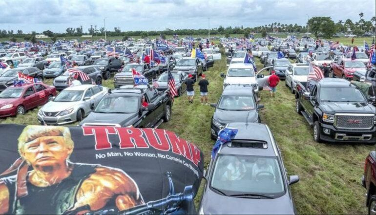 Caravana de apoyo a reelección de Trump reúne a miles de personas en Miami