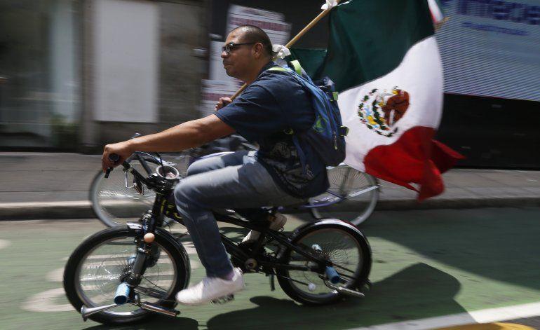 México celebra independencia sin grandes ceremonias públicas