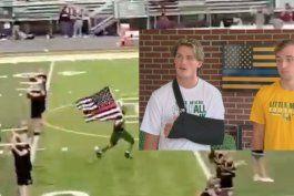 dos estudiantes de un high school fueron suspendidos y luego readmitidos por portar una bandera en apoyo a la policia en un juego de footbal