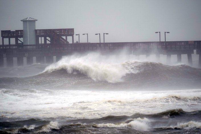 El huracán Sally deja un muerto; rescatan a cientos