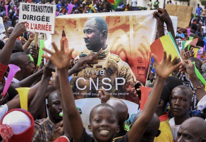 Líderes de África Occidental piden gobierno civil en Mali