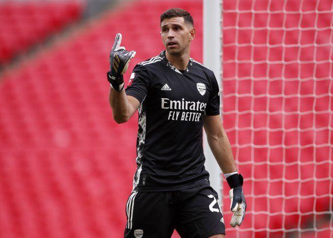 Aston Villa ficha al arquero argentino Emiliano Martínez