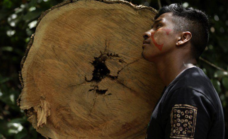 Indígenas armados patrullan tierras ancestrales en Brasil