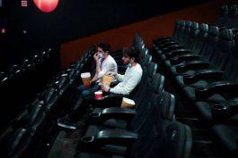 a partir de este viernes abriran los cines, teatros y boleras en miami-dade