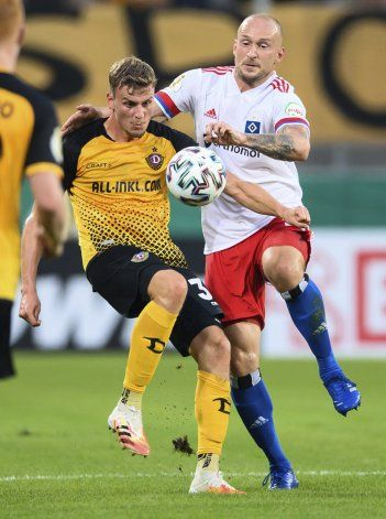 Suspenden a jugador del Hamburgo por agredir a aficionado