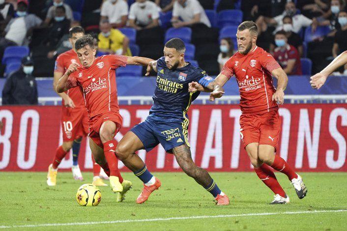 Lyon sigue sin ganar, empata 0-0 con Nimes