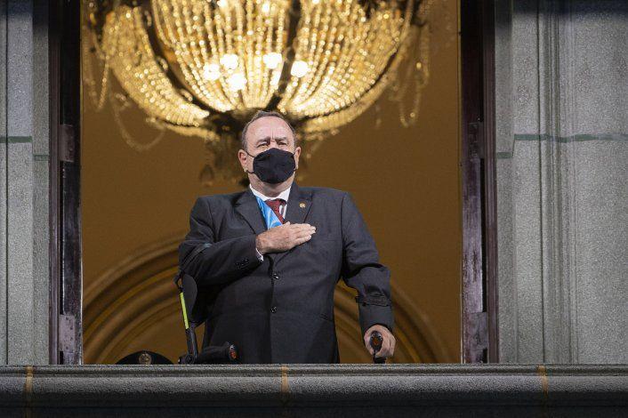 Guatemala: presidente con síntomas leves por coronavirus