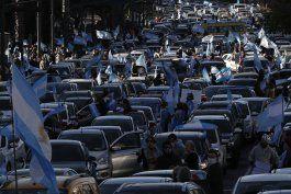 argentina: protestan cientos por cuarentena y otras medidas