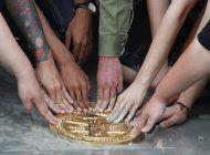 tailandia: manifestantes reinstalan una placa prodemocracia