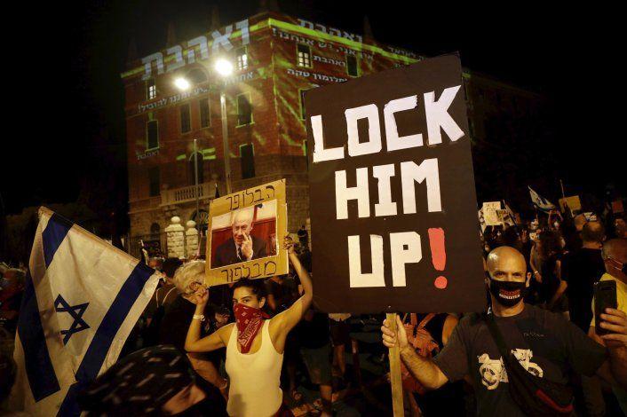Miles protestan contra Netanyahu; ignoran medidas sanitarias