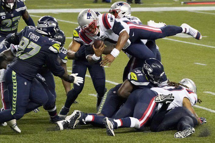 Seahawks frenan a Newton y derrotan a Patriots 35-30