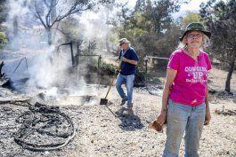 bomberos logran avances contra gran incendio en california