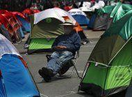 amlo dice que los manifestantes pueden acampar en el zocalo