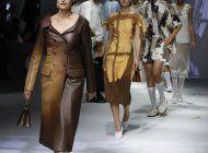 fendi inaugura una semana de la moda de milan hibrida