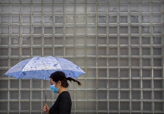 China deja entrar a más extranjeros ante retroceso de virus