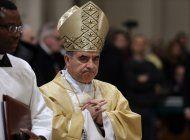 cardenal despedido tras escandalo contraataca al vaticano