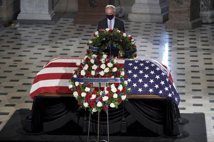 Jueza Ginsburg yace en capilla ardiente en el Capitolio