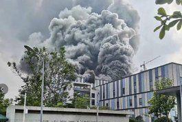 video: incendio masivo en una de las instalaciones de huawei en china