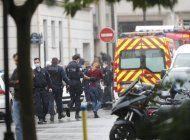 sospechoso cometio apunalamientos en paris por charlie hebdo