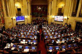 la camara de diputados de colombia tumba la mocion de censura contra el ministro holmes trujillo