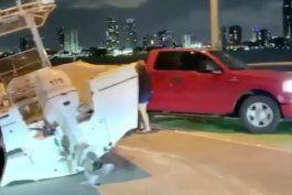 camioneta que remolcaba un bote choco contra la pared del viaducto rickenbacker en key biscayne