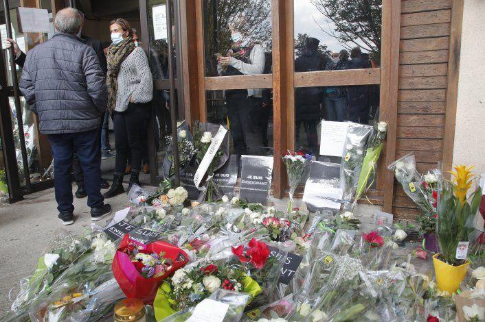 Convocan marchas en Francia en homenaje a maestro asesinado