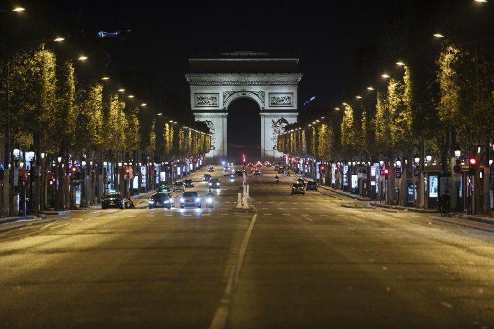 Toque de queda en 8 ciudades de Francia para frenar al virus