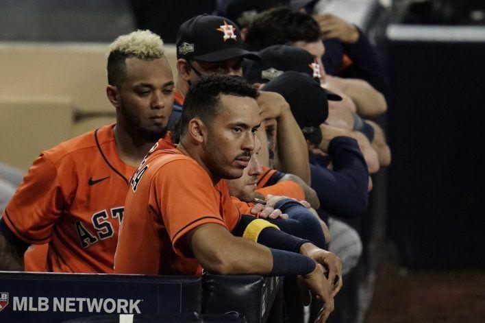 Astros superan adversidad y se quedan cerca de Serie Mundial