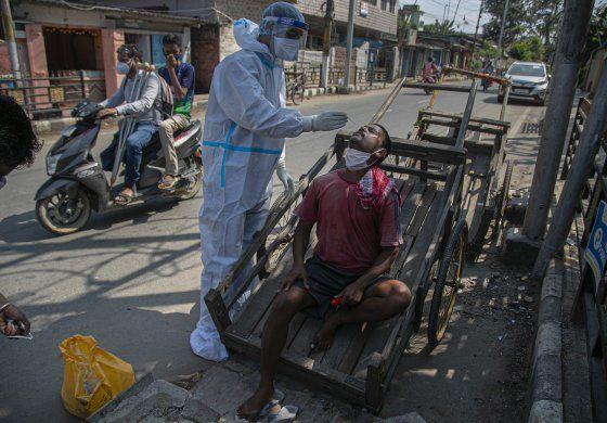 India agrega 587 muertes por coronavirus en el último día