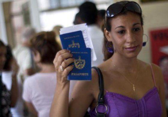 El Gobierno cubano dice que está en análisis la reducción del precio del pasaporte y sus prórrogas