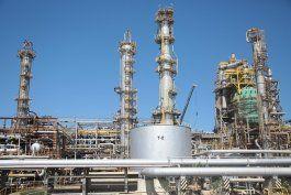pdvsa detiene produccion de gasolina en refineria cardon