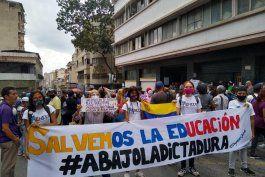docentes venezolanos vuelven a las calles pese a la pandemia