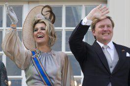rey holandes lamenta ir a grecia de vacaciones