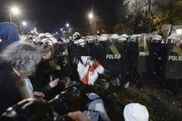 polonia: 15 detenidos en protesta por el aborto