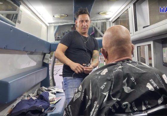 Una ambulancia transformada en barbería ambulante: El invento de un cubano en Kentucky