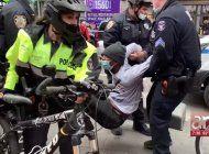 liberales atacan con piedras a caravana en apoyo a trump en nueva york