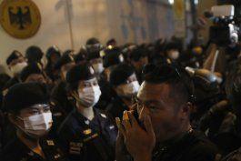 tailandia: manifestantes piden que alemania investigue a rey
