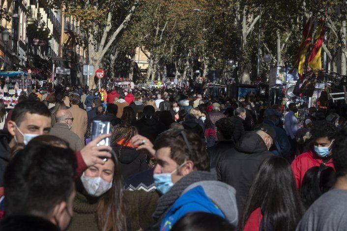 Reabre el Rastro, el famoso mercado de pulgas de Madrid