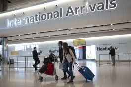 inglaterra rebaja cuarentena de viajes a 5 dias con pruebas