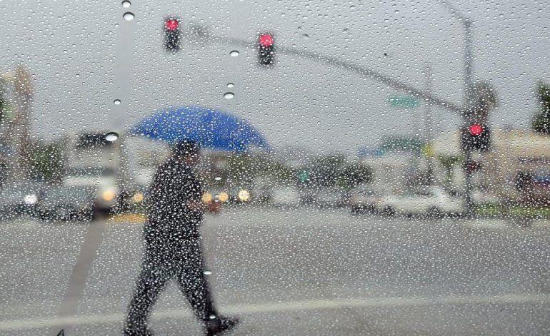 Otra débil onda tropical provocará lluvias para hoy