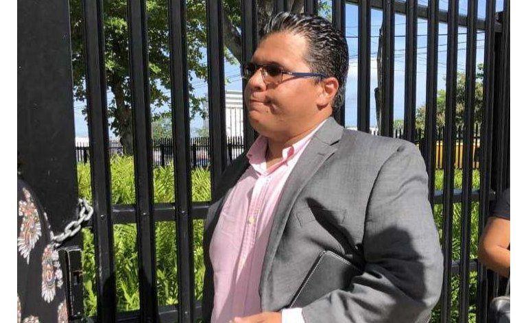 Alfonso Orona comparece a citación en el Tribunal federal