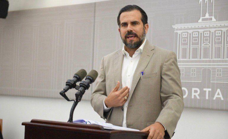 Revela mensajes de supuesto chat entre gobernador y otros funcionarios