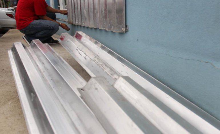 Investigan el robo de 120 tormenteras a una iglesia en Corozal