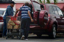 Muchos ciudadanos aprovecharon la mañana para la compra de los productos de primera necesidad.