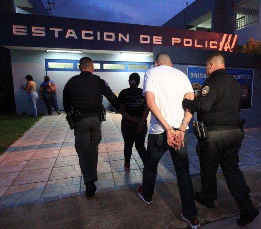 La Policía diligencia unas 100 órdenes de arresto a través de toda la isla