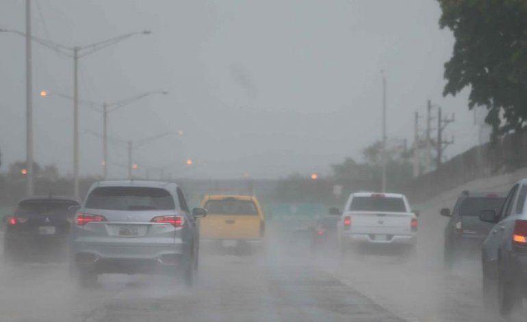 Remanentes de una onda tropical producirán lluvias y tronadas durante todo el día