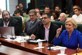 emplazan a la gobernadora a frenar el reglamento de permisos