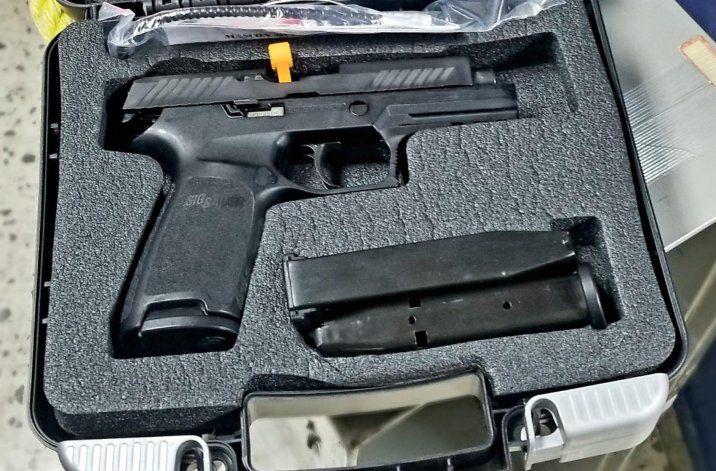 Trueque de armas en la Policía